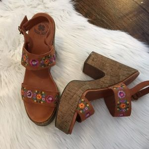 🍀 Lucky Brand Brown Embroidered Chunky Heels | 9